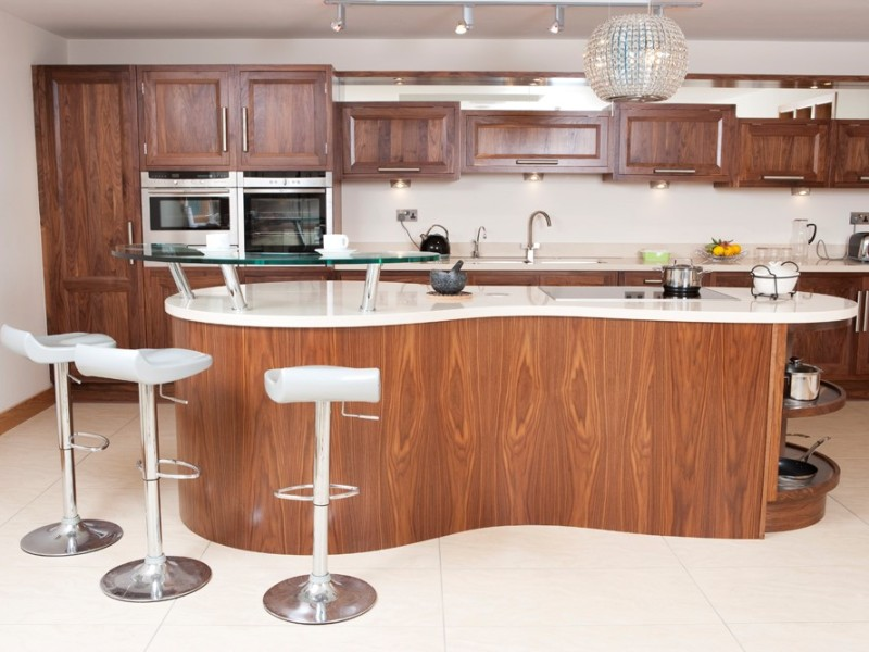 Modern Kitchen - Solid shaker in frame walnut with 40mm quartz counter top